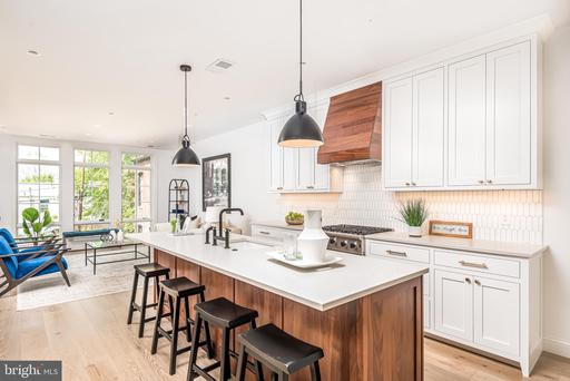 469 M ST NW #2