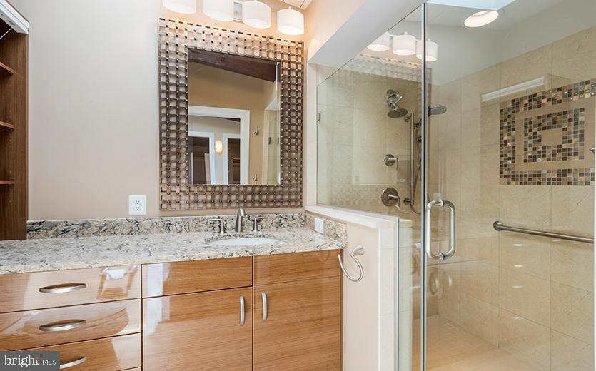 Owners bathroom with oversized shower - 104 FOGLE DR, ANNAPOLIS