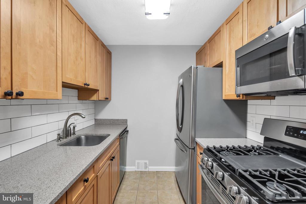 Beautifully updated kitchen - 36 S INGRAM ST, ALEXANDRIA
