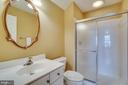 Loft level full bath - 26022 GLASGOW DR, CHANTILLY