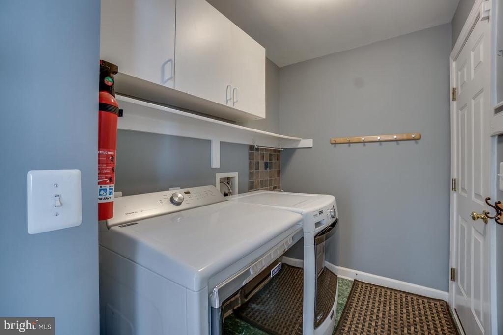 Main level laundry w/front load washer/dryer - 26022 GLASGOW DR, CHANTILLY