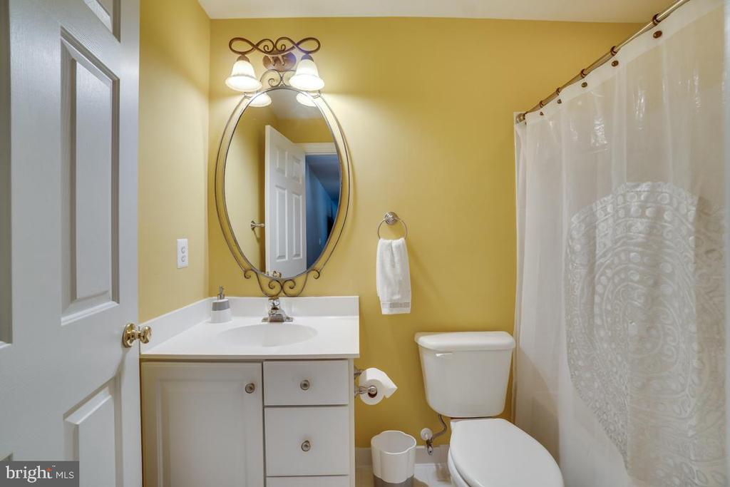 Full bath on lower level - 26022 GLASGOW DR, CHANTILLY