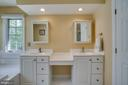 Dual sink vanity in master suite - 26022 GLASGOW DR, CHANTILLY