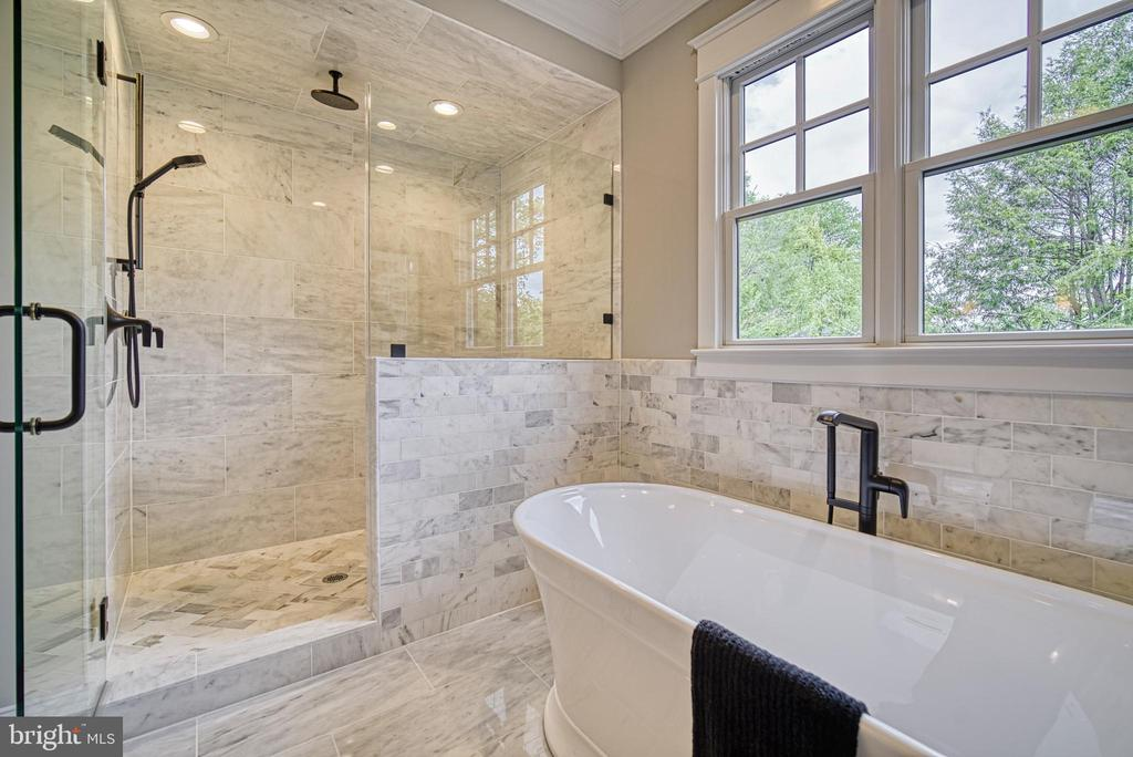 Master bath w/heavy glass shower, rain head shower - 3511 N POTOMAC ST, ARLINGTON