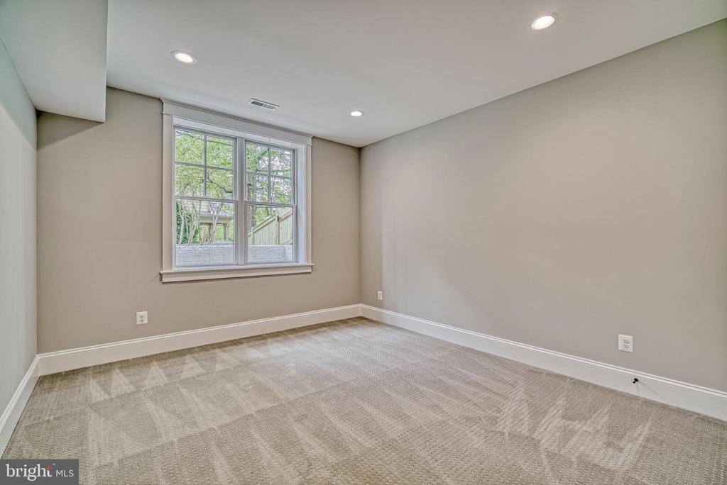 Basement bedroom with unobstructed view to yard - 3511 N POTOMAC ST, ARLINGTON