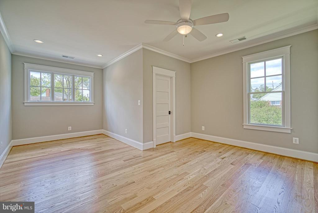 Bedroom #4 en-suite with walk-in closet - 3511 N POTOMAC ST, ARLINGTON