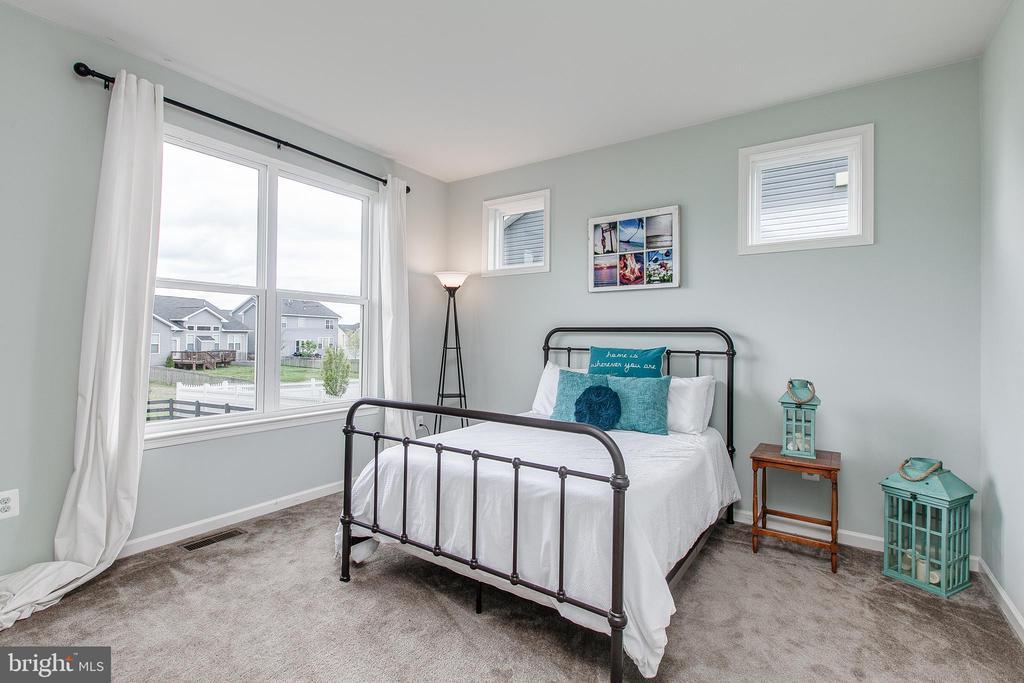 First floor bedroom makes the perfect guest suite - 2004 TRUETT WAY, FREDERICK