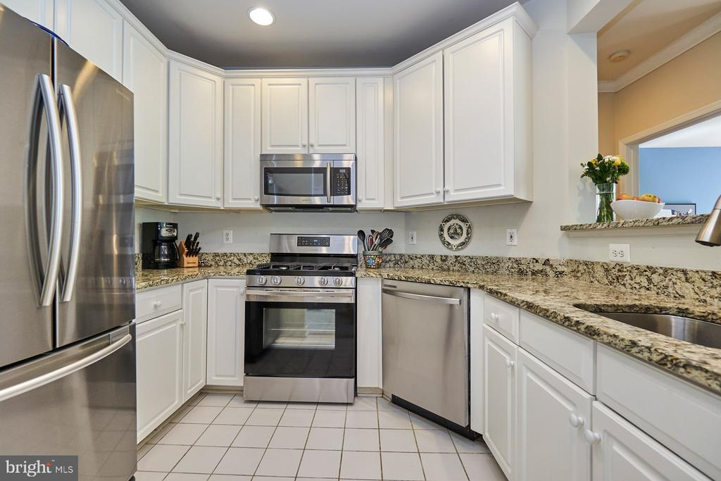Granite counters and tile flooring - 1320 N WAYNE ST #301, ARLINGTON