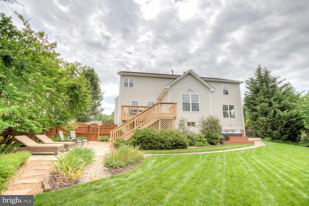 surrounded by trees and beautiful landscape. - 3 MOUNT ARARAT LN, STAFFORD