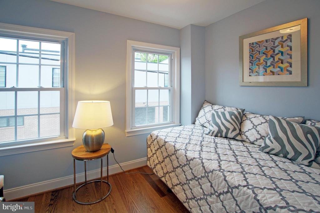 Second bedroom - 8 BROWNS CT SE, WASHINGTON