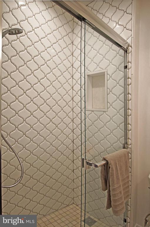 Beautifully tiled - 8 BROWNS CT SE, WASHINGTON