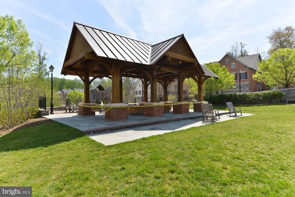Large community picnic pavilion - 6745 DARRELLS GRANT PL, FALLS CHURCH