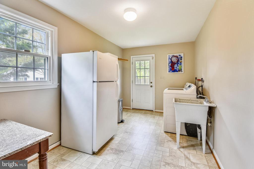 Huge Mud Room.  Door to rear yard. - 9706 FEROL DR, VIENNA