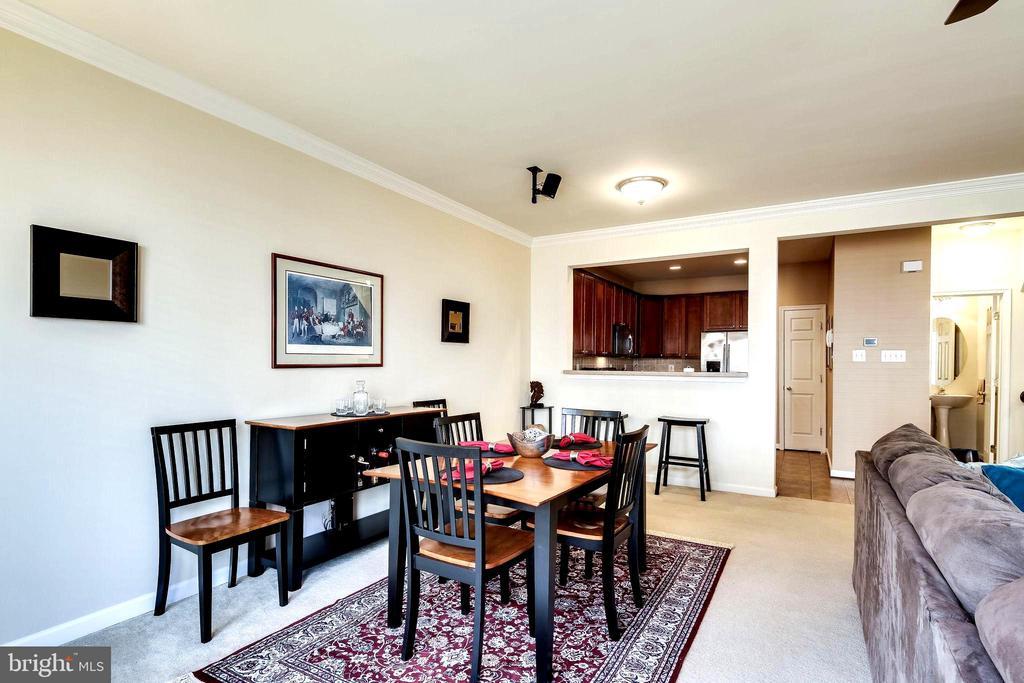 Dining Area  with Crown Molding - 7109 SILVERLEAF OAK RD #164, ELKRIDGE