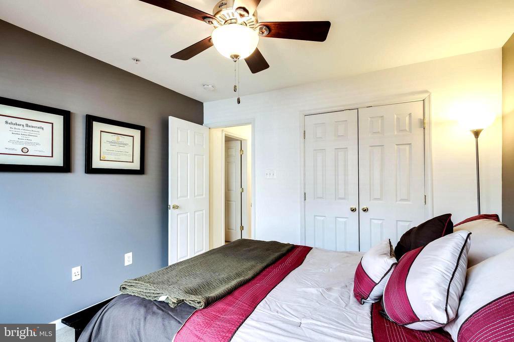 Bedroom # 2 with Ceiling Fan/ Light - 7109 SILVERLEAF OAK RD #164, ELKRIDGE