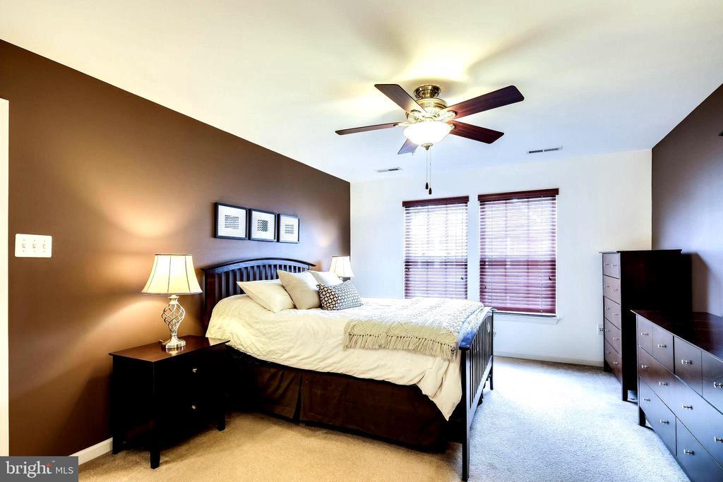 Master Bedroom with Ceiling Fan/Light - 7109 SILVERLEAF OAK RD #164, ELKRIDGE