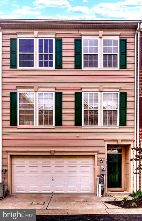 Garage Townhouse with Covered Porch - 7109 SILVERLEAF OAK RD #164, ELKRIDGE