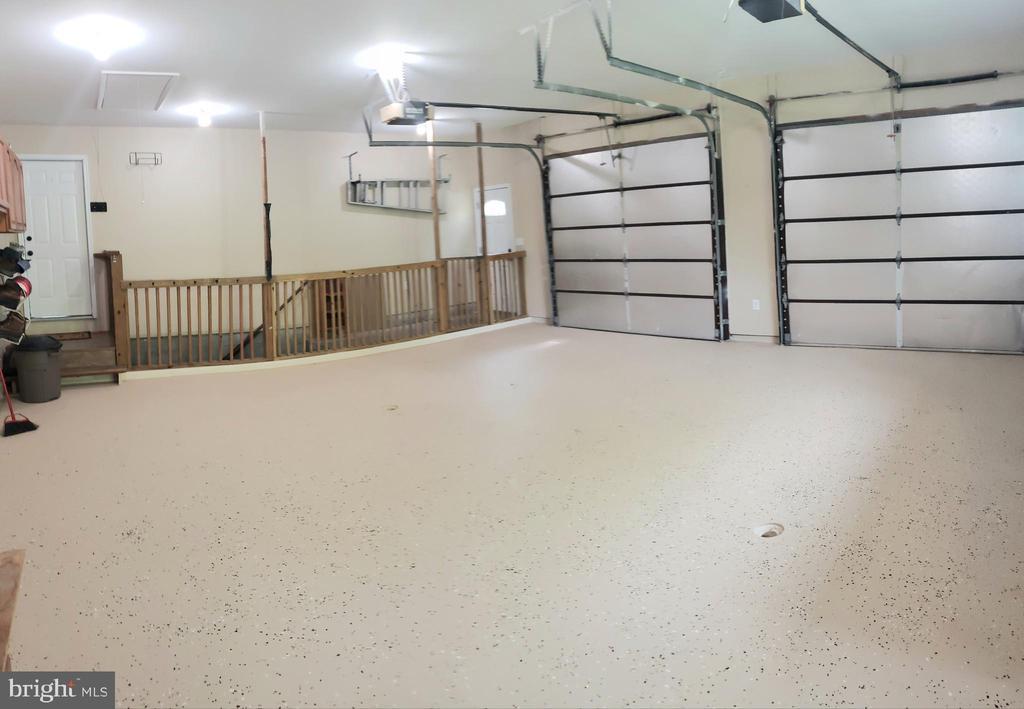 Huge 2+ car garage - 2714 JAY BIRD CT, KNOXVILLE