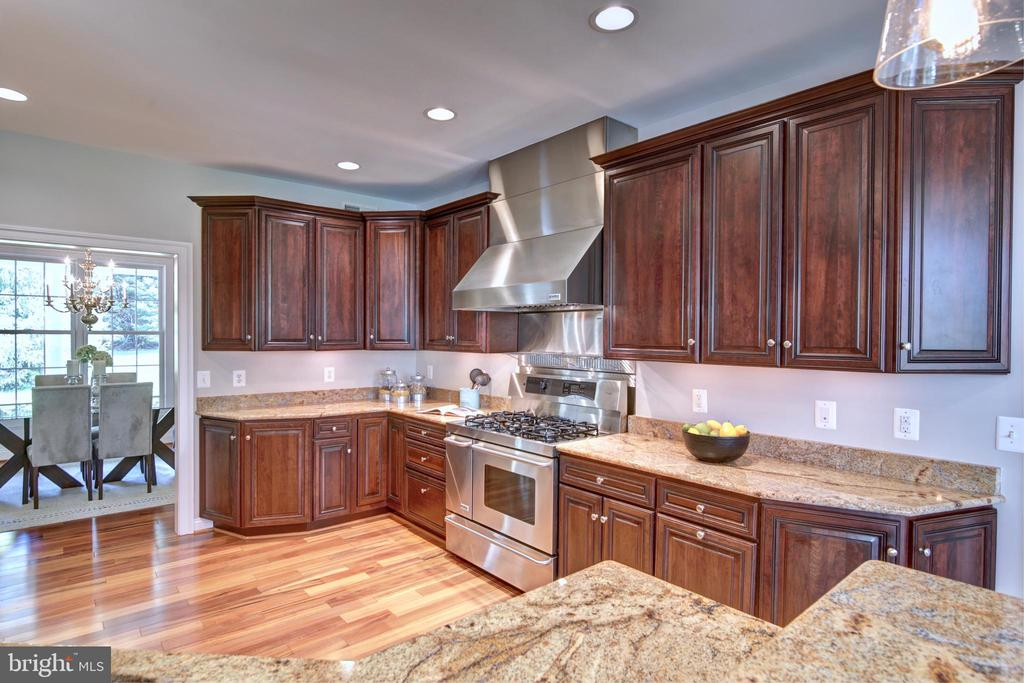 A kitchen fit for a chef! - 12371 TAYLORSTOWN RD, LOVETTSVILLE