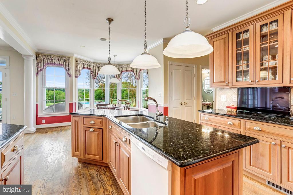 Eat in Kitchen and Breakfast Room Bump-out - 6655 DETRICK RD, MOUNT AIRY