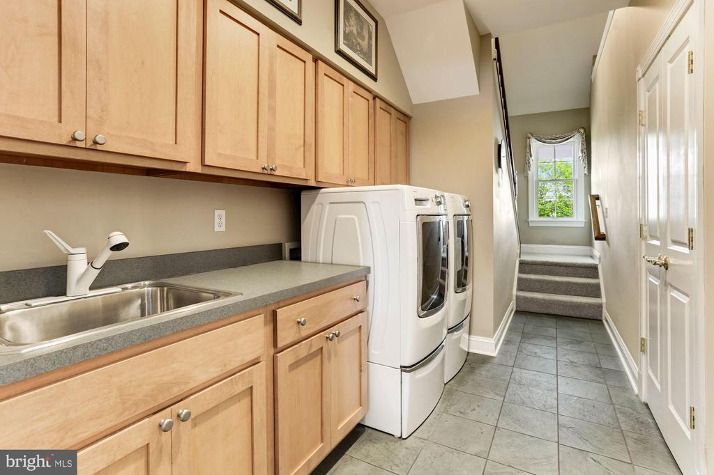 Secondary Stair and Laundry - 6655 DETRICK RD, MOUNT AIRY