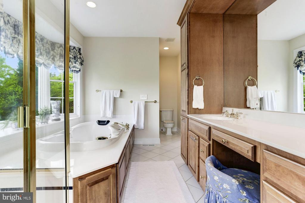 Luxury Bath and Amenities - 6655 DETRICK RD, MOUNT AIRY