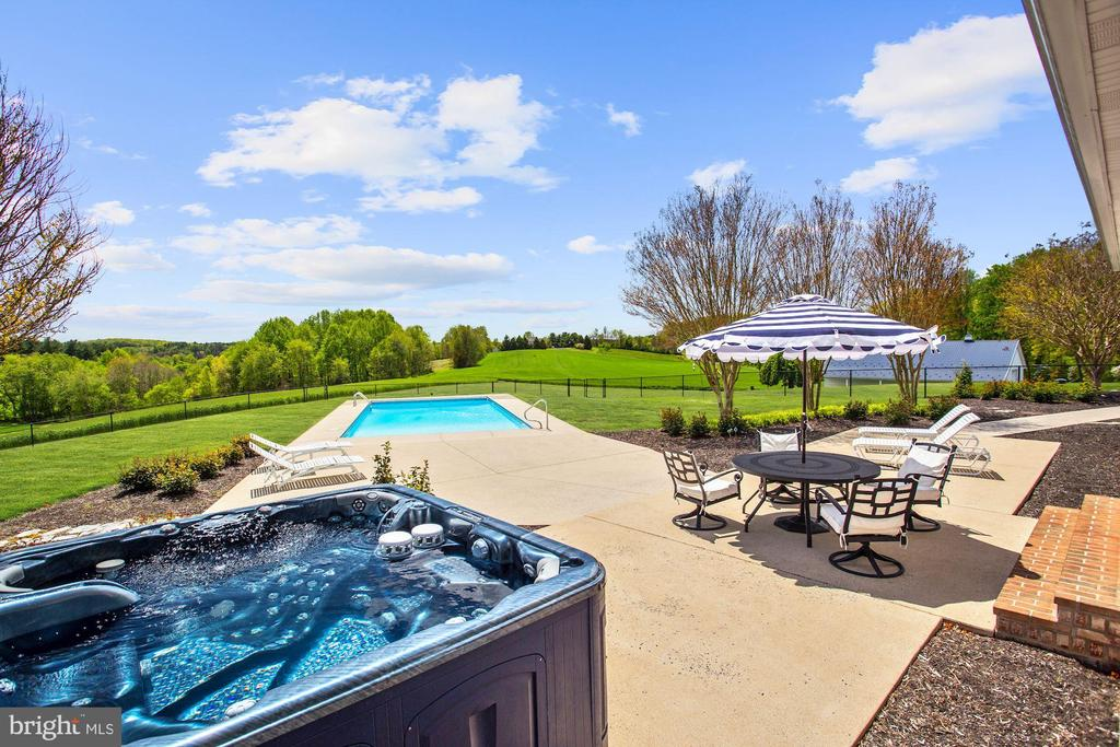 Hot Tub and Salt Water Pool - 6655 DETRICK RD, MOUNT AIRY