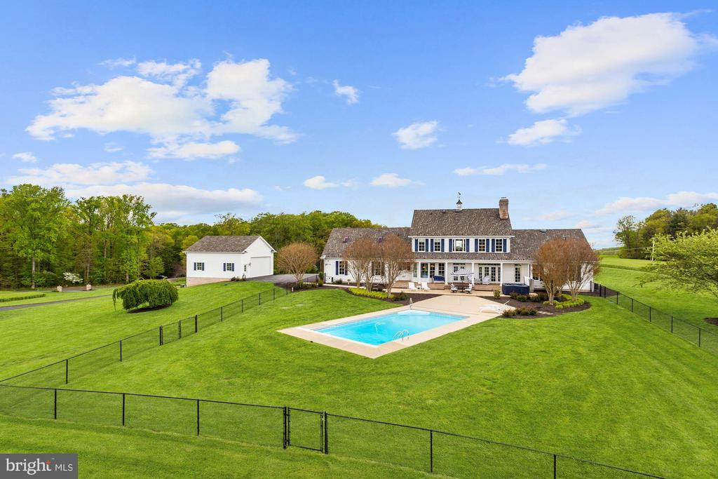 Fenced Pool Oasis - 6655 DETRICK RD, MOUNT AIRY