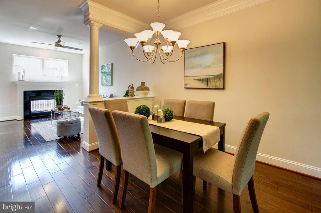 Dining room with knee-wall and column - 116 WATERLINE CT, ANNAPOLIS