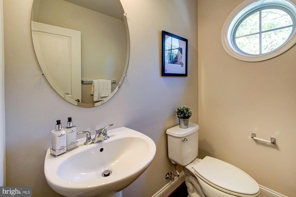 Private, main level half  bath - 116 WATERLINE CT, ANNAPOLIS