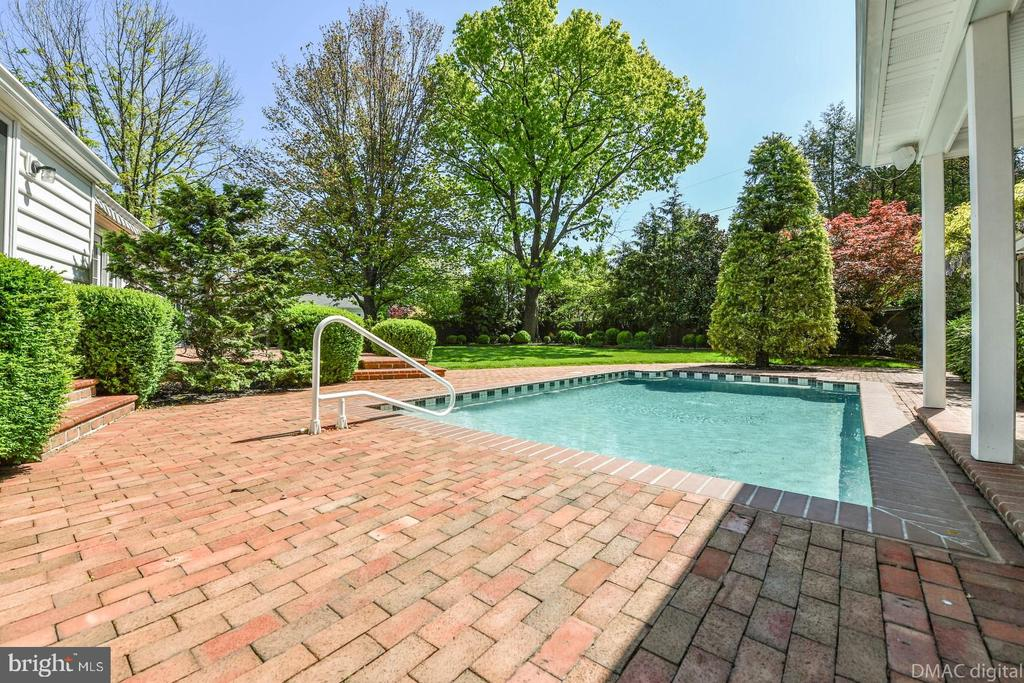 In-ground heated pool - 200 MAGNOLIA AVE, FREDERICK