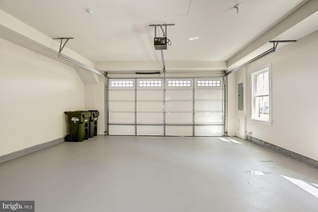 Over-sized Two Car Garage - 20622 DUXBURY TER, ASHBURN