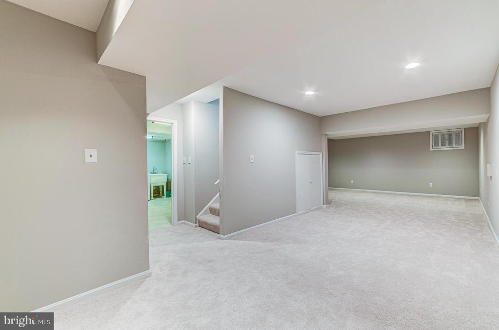 Huge  finished lower level! - 1331 STOKLEY WAY, VIENNA