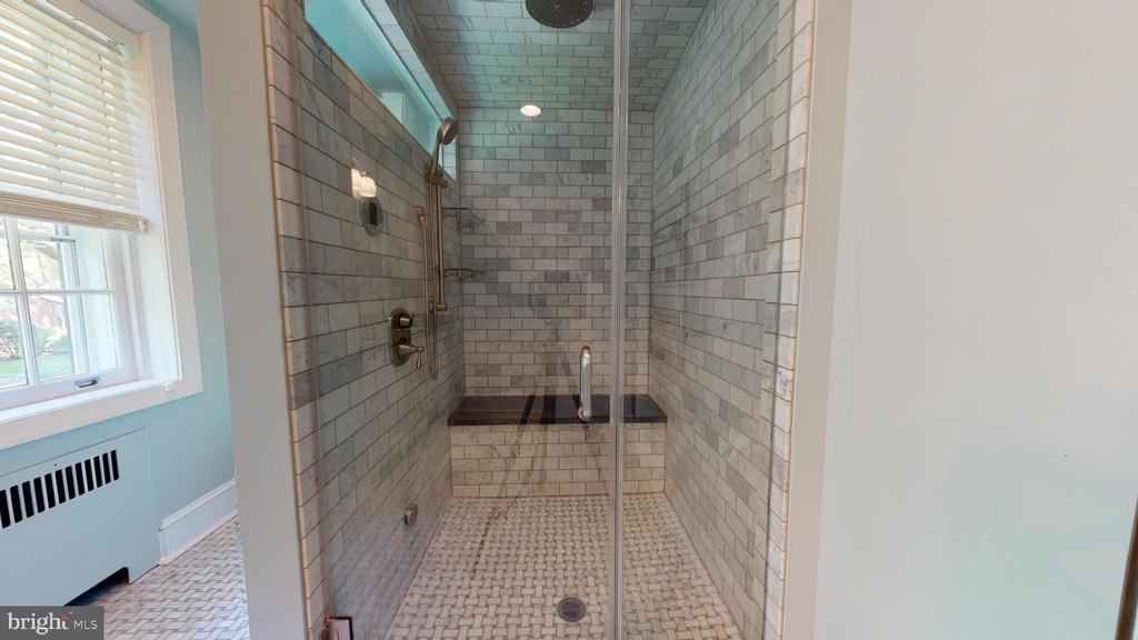 Wow what a shower! - 304 UPPER COLLEGE TER, FREDERICK