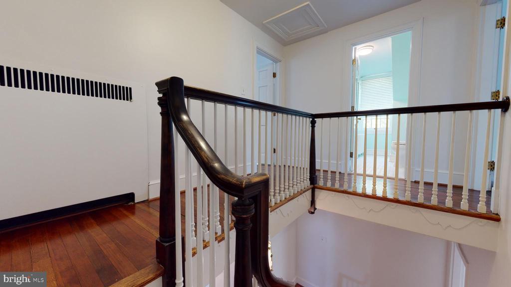 3rd floor - 304 UPPER COLLEGE TER, FREDERICK