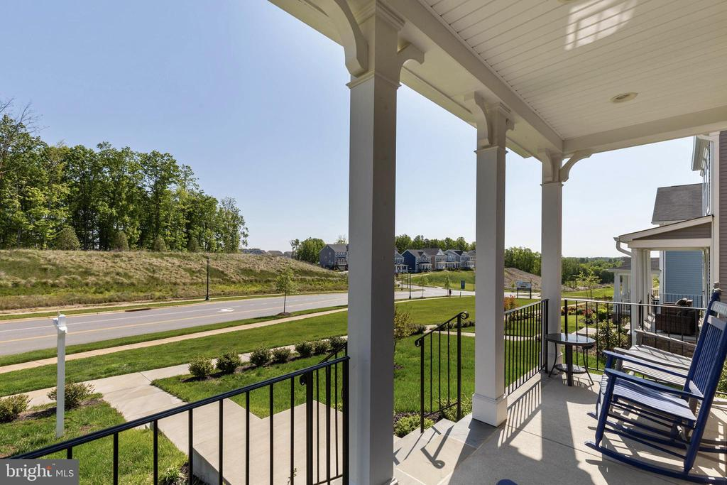 Front Porch View - 450 EMBREY MILL RD, STAFFORD