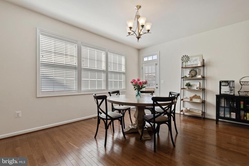 Dining Area Walks-Out to Rear Patio - 450 EMBREY MILL RD, STAFFORD