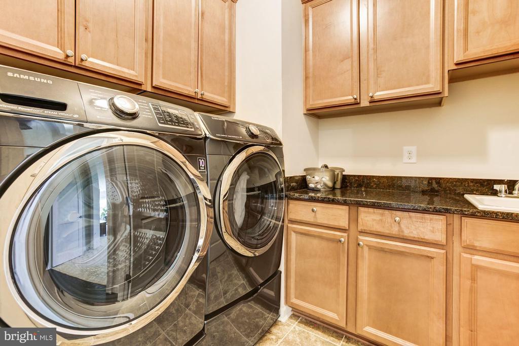 Upper Level Laundry - 13029 HIGHGROVE RD, HIGHLAND