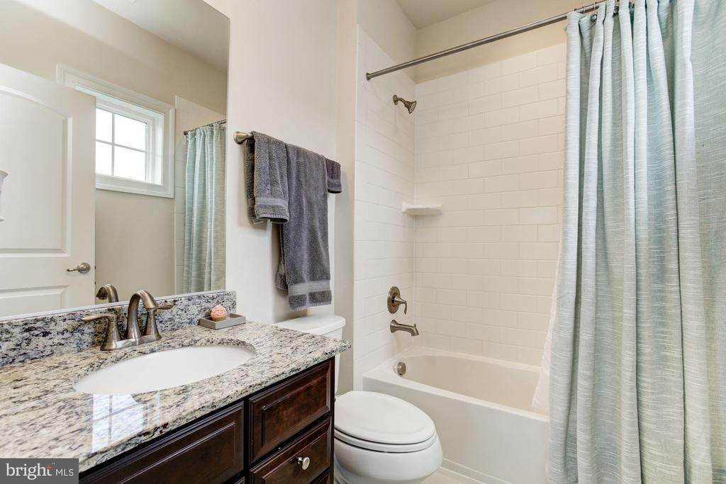 Attached Bath - 13029 HIGHGROVE RD, HIGHLAND