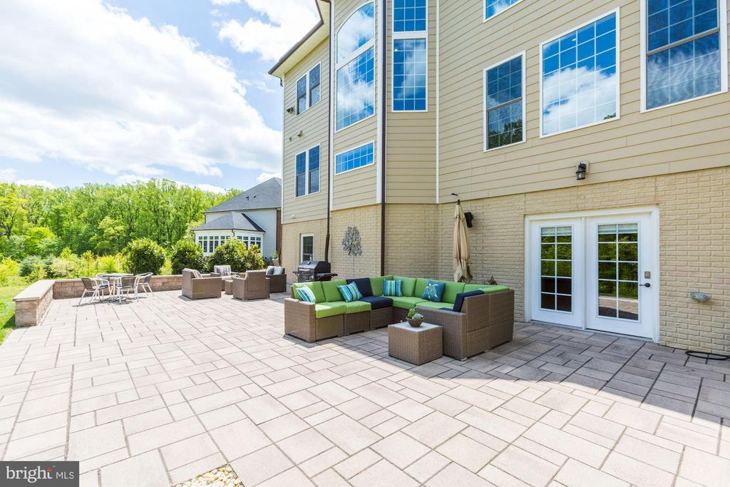 Expansive Paver Patio & Walk-out - 13029 HIGHGROVE RD, HIGHLAND