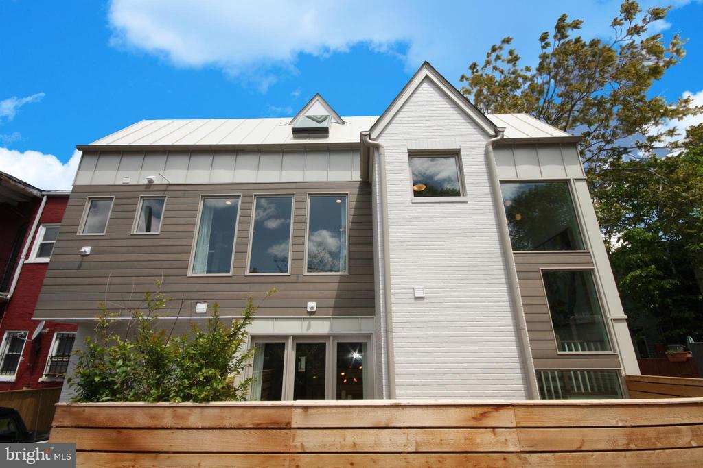 Brick, cedar, standing seam metal and glass. - 1015 D ST NE #B, WASHINGTON