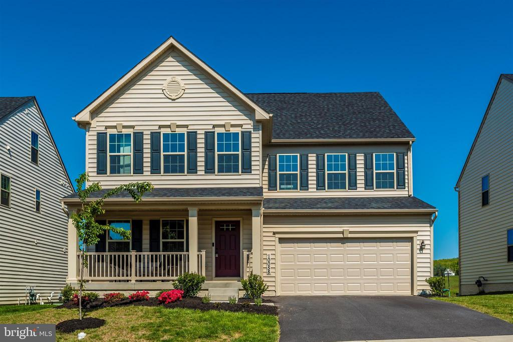 5 Bedrooms 5.5 Baths - more than 4,500 sqft - 10058 HUTZELL ST, IJAMSVILLE