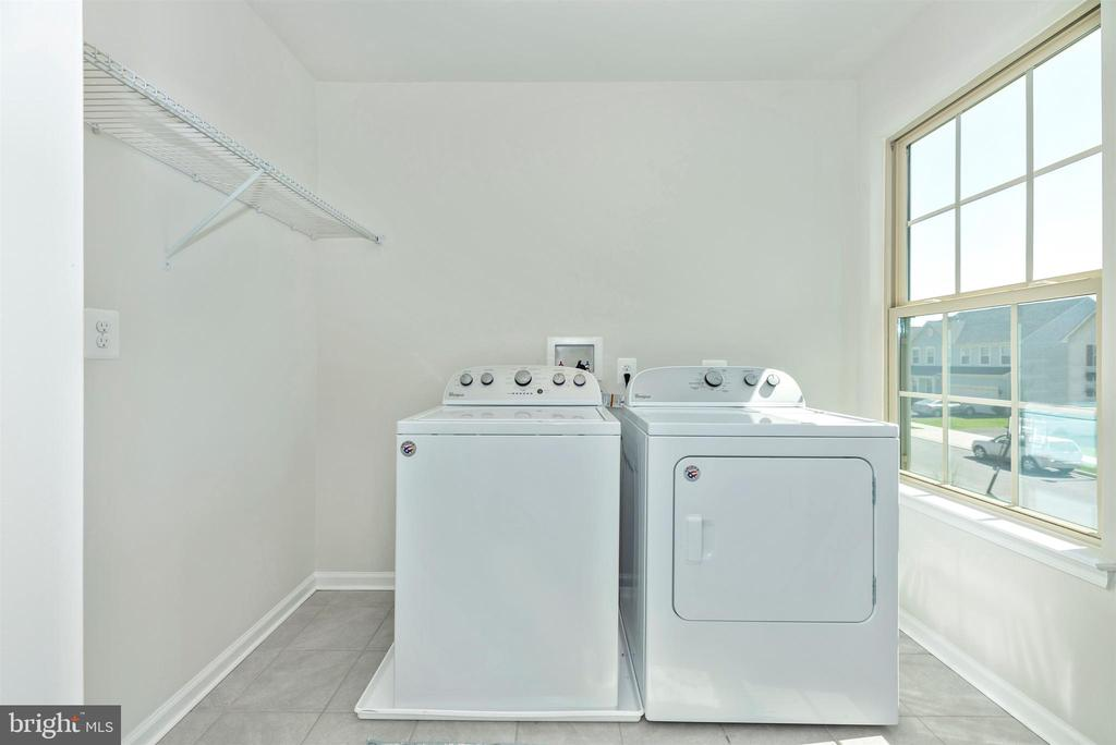 Spacious bedroom level laundry - 10058 HUTZELL ST, IJAMSVILLE