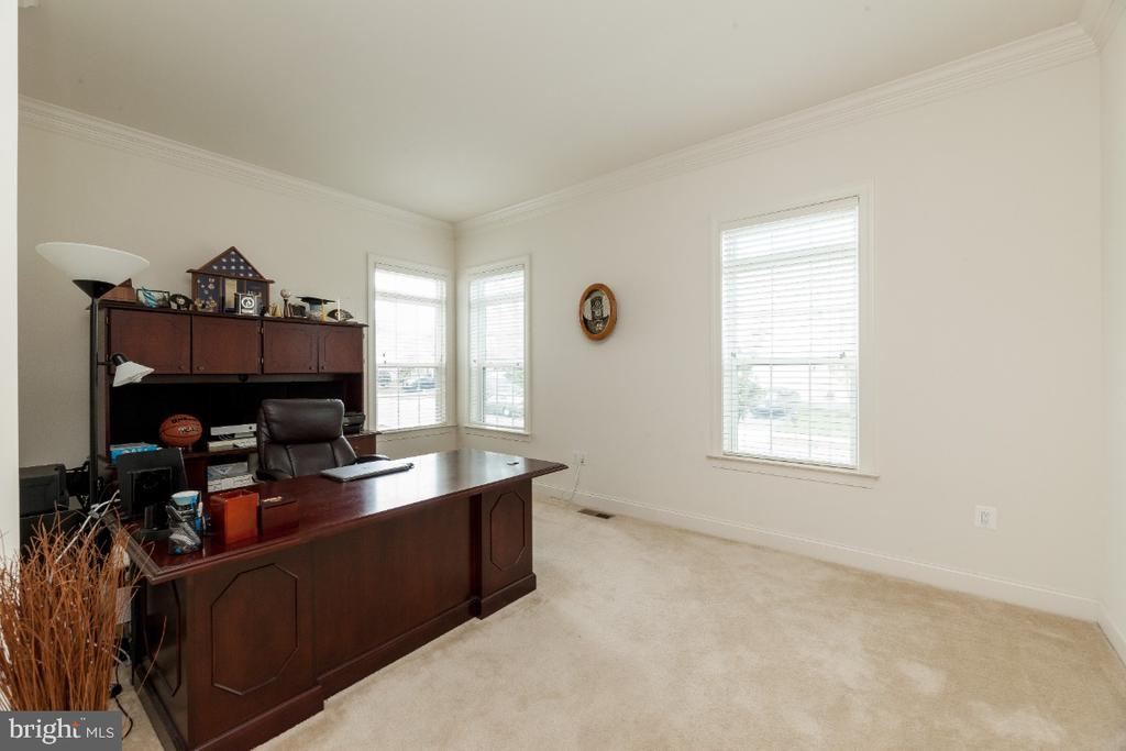 Office/Den or Main level Bedroom NTC - 42426 IBEX DRIVE, STERLING