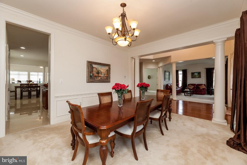 Separate dining room w plenty of space for guests - 42426 IBEX DRIVE, STERLING
