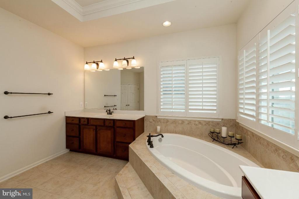 Separate his/her vanities in Master bath - 42426 IBEX DRIVE, STERLING