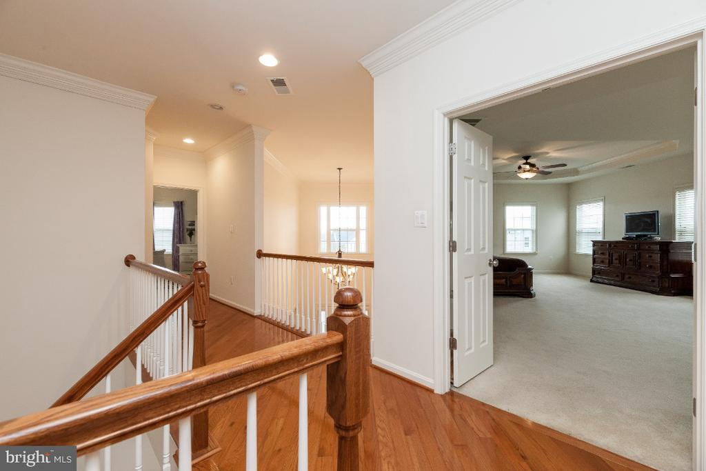 UL landing w open bridge to foyer - 42426 IBEX DRIVE, STERLING