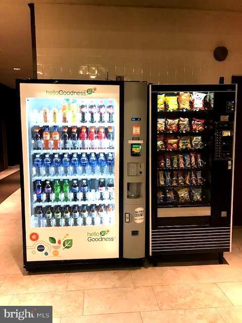 Convenient cold drinks & snacks near garage - 5500 HOLMES RUN PKWY #1210, ALEXANDRIA