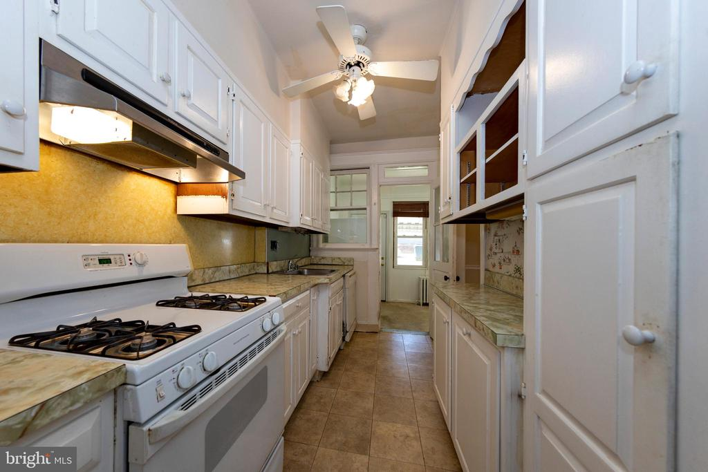 Kitchen with view of back bonus room - 2316 2ND ST NE, WASHINGTON