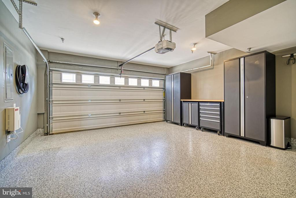 A car-lover's dream garage with upgraded flooring - 825 N WAKEFIELD ST, ARLINGTON